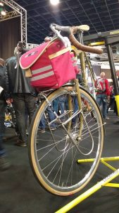 bike moton floating low rider and bag